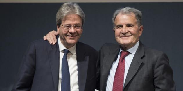 Il presidente del Consiglio, Paolo Gentiloni con l'ex premier, Romano Prodi durante l'iniziativa elettorale di 'Insieme' a Bologna, 17 febbraio 2018.