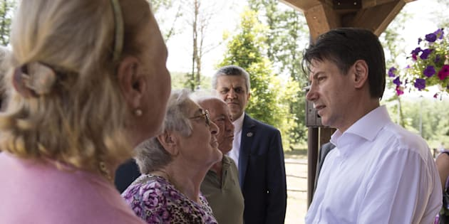 An handout picture released by Italian Govern press office on 11 June 2018 shows Italian prime minister Giuseppe Conte during his visit to the earthquake ravaged town of Amatrice, Italy, 11 June 2018. Almost 300 people were killed when the town was hit by an earthquake in August 2016. ANSA/ PALAZZO CHIGI/ FILIPPO ATTILI +++ ANSA PROVIDES ACCESS TO THIS HANDOUT PHOTO TO BE USED SOLELY TO ILLUSTRATE NEWS REPORTING OR COMMENTARY ON THE FACTS OR EVENTS DEPICTED IN THIS IMAGE; NO ARCHIVING; NO LICENSING +++