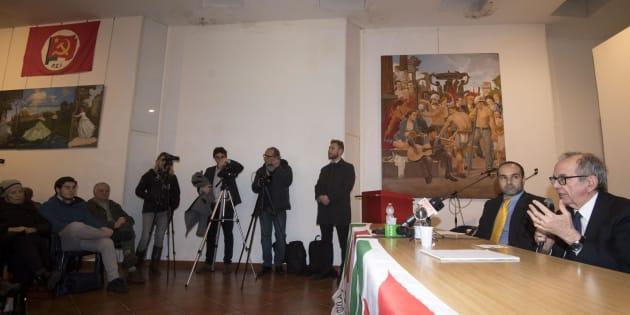 Pier Carlo Padoan lancia la sua campagna elettorale fra bandiere del Pci, quadri di Lenin e del Quarto Stato