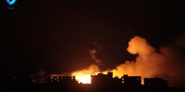 In un fermo immagine tratto da Youtube,  un momento del dombardamento su Dael, localita' a Ovest di Aleppo, nelle immagini mostrate dall'Aleppo Media Center. Secondo testimoni, sarebbero state utilizzate bombe al fosforo. 22 settembre 2016. ANSA/ YOUTUBE +++ NO SALES - EDITORIAL USE ONLY +++