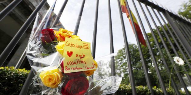 Barcellona, terrorista ancora in fuga. L'Isis: