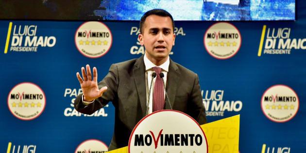 Luigi Di Maio all' attacco sull' inchiesta rifiuti in Campania |   I De Luca assassini