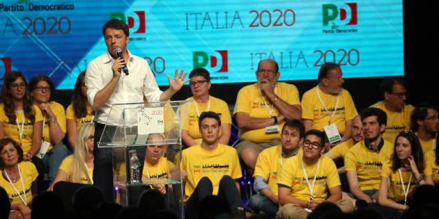 Matteo Renzi durante l'assemblea nazionale dei circoli Pd al teatro Linear Ciak di Milano, 1 luglio 2017.  ANSA / MATTEO BAZZI