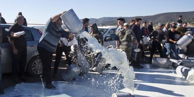 In Sardegna rinviato il tavolo per decidere il prezzo del latte. Nuovi fronti in Sicilia e Calabria