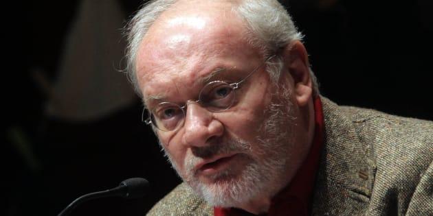 Il giornalista Piero Ostellino, questa mattina 12 febbraio 2011, alla manifestazione 'antipuritana' al teatro del Verme a Milano. MATTEO BAZZI / ANSA