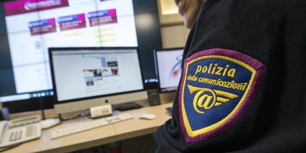 Un momento della presentazione del servizio della Polizia postale contro le fake news presso il Centro Anticrimine Informatico a Roma