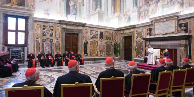 Vaticano, accusato di molestie su una ex suora si dimette padre Geissel
