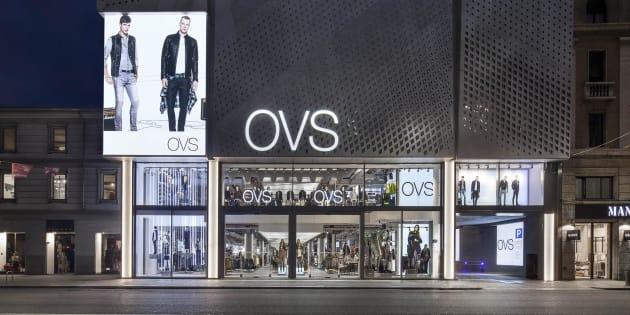 L episodio è avvenuto nel negozio Ovs di via Appia Nuova. L addetto alla  sicurezza 030c3cc6f91e
