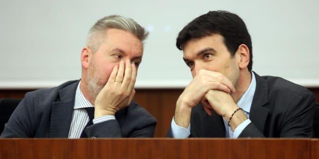 I renziani senza Renzi si spaccano.E Renzi, come da un po di tempo, lascia fare seduto in riva al fiume, attende sia quelli del,PD che quelli al governo...il tempo è galantuomo!