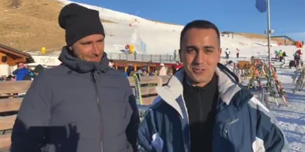 Luigi Di Maio e Alessandro Di Battista sulla neve