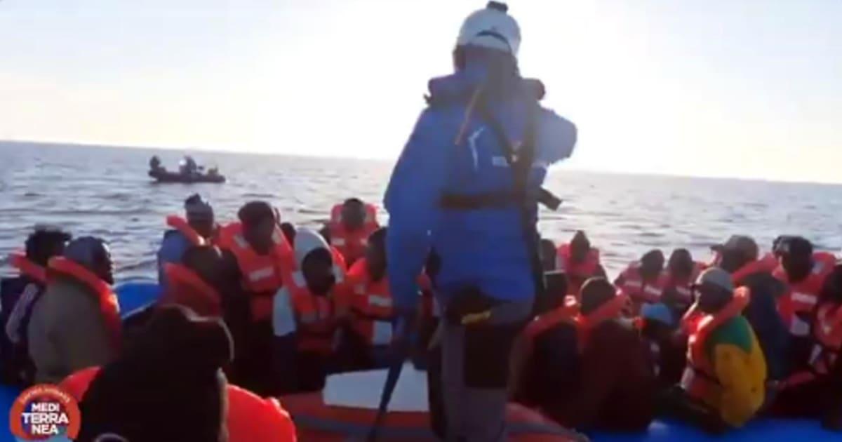 Mare Jonio nel porto di Lampedusa: la nave è stata sequestrata dalla Guardia di finanza
