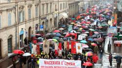 A Macerata sfilano gli antifascisti, si riprendono il Monumento ai