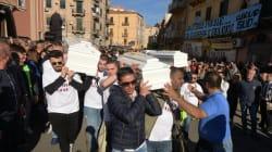 L'addio di Palermo alle vittime di Casteldaccia, i familiari: