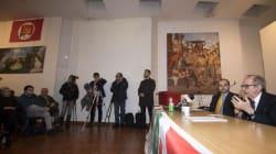 Padoan lancia la sua campagna elettorale fra bandiere del Pci, quadri di Lenin e del Quarto