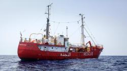 L'ong Lifeline soccorre 300 migranti al largo della Libia. Salvini: