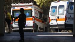 Ennesimo atto di vandalismo contro un'ambulanza a Napoli.