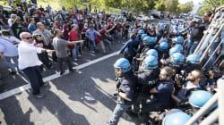 Roma, scontri tra militanti di sinistra e CasaPound al Tiburtino III: un ferito, sospeso il consiglio sul centro di
