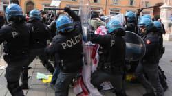 Scontri a Bologna tra polizia e antagonisti, sgomberato il presidio contro Forza