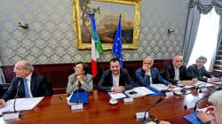 MANO PESANTE - Tensioni a Napoli contro Salvini, ferito un manifestante. Il ministro: