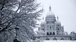 Parigi in tilt per la neve, ma il colpo d'occhio della Ville Lumiere imbiancata è