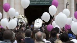 Rabbia bagnata dalle lacrime nel giorno dei funerali. Lo zio di Pamela: