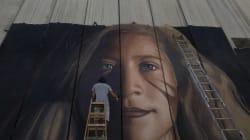 La 17enne Ahed Tamimi liberata dopo 8 mesi di detenzione. Arrestato street artist italiano: stava realizzando un murales su d...