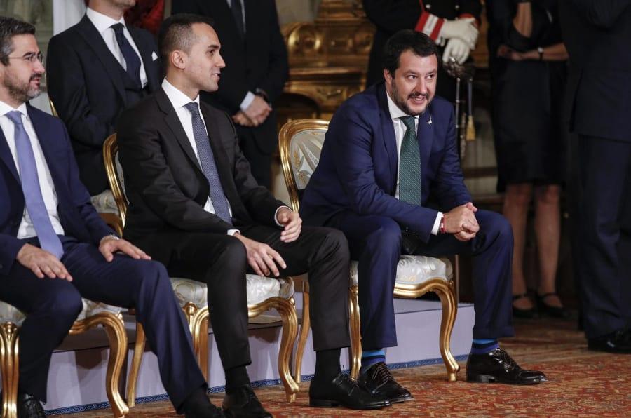 Il ministro dello Sviluppo Economico e del Lavoro Luigi di Maio (s) e il ministro dell'Interno Matteo Salvini al Quirinale durante il giuramento del nuovo governo Conte, Roma 1 giugno 2018. ANSA/GIUSEPPE LAMI