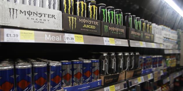 スーパーに並ぶエナジードリンク