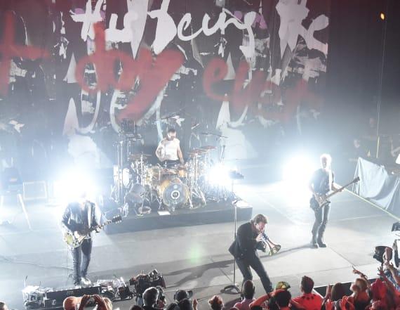 U2 performs tribute to Anthony Bourdain