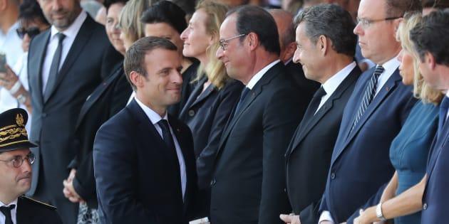 AFP                       Emmanuel Macron saluant son prédécesseur François Hollande lors de la cérémonie du premier anniversaire de l'attentat de Nice