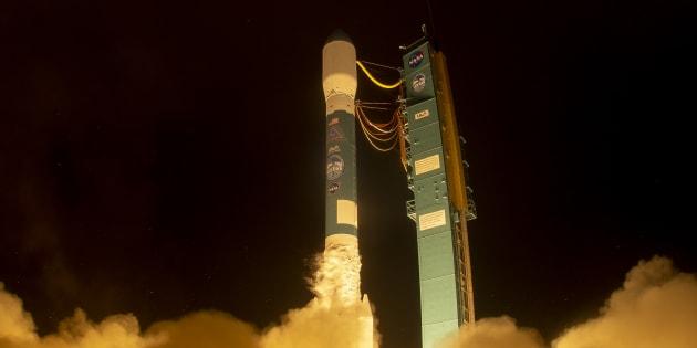 El satélite ICESat-2 a bordo del cohete de Delta 2 a punto de despegar de la base área de Vandenberg (California).