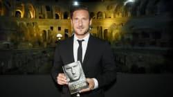 Un Capitano al Colosseo, tra aneddoti e battute:
