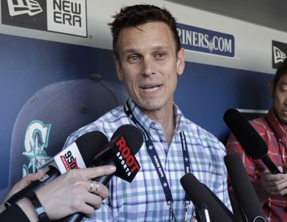 Mariners GM makes three-team trade from hospital bed