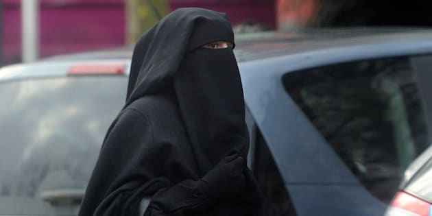 Une femme portant un niqab à Rouaix en 2014.