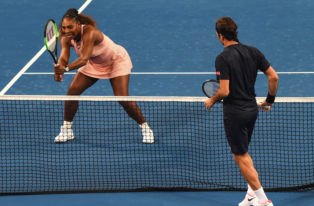 a889ad279be Roger Federer beats Serena Williams in Hopman Cup exhibition match ...