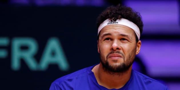 Jo-Wilfried Tsonga lors de son match contre Marin Cilic en finale de la Coupe Davis à Lille le 23 novembre 2018.