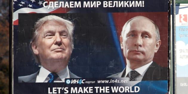 Une affiche montrant Donald Trump et Vladimir Poutine à Danilovgrad au Montenegro le 16 novembre 2016.