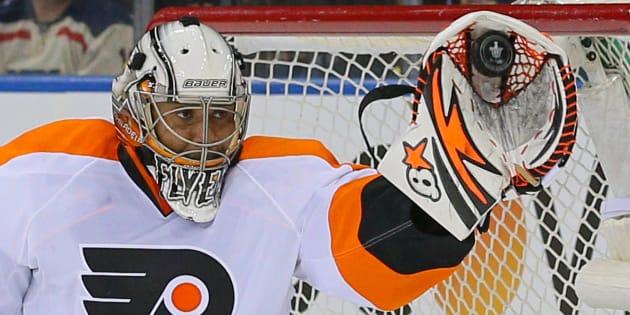Ray Emery, lors d'un match opposant les Flyers de Philadelphie et les Rangers de New York, en avril 2014.