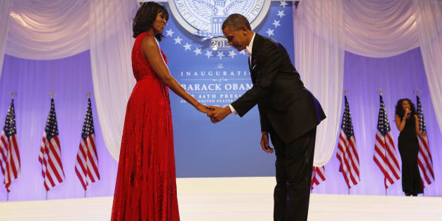 U.S. President Barack Obama bows during his dance with first lady Michelle Obama at the Inaugural Ball in Washington, January 21, 2013.     REUTERS/Kevin Lamarque (UNITED STATES  - Tags: POLITICS ENTERTAINMENT)