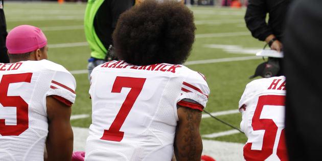 Nike lève le poing face à Trump avec le sportif Colin Kaepernick