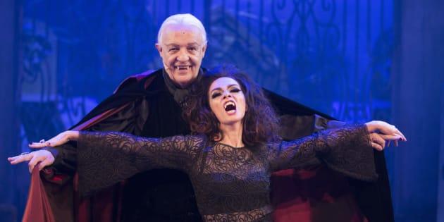 Ney Latorraca e Cláudia Ohana contracenam como vampiros mais de 25 anos depois.