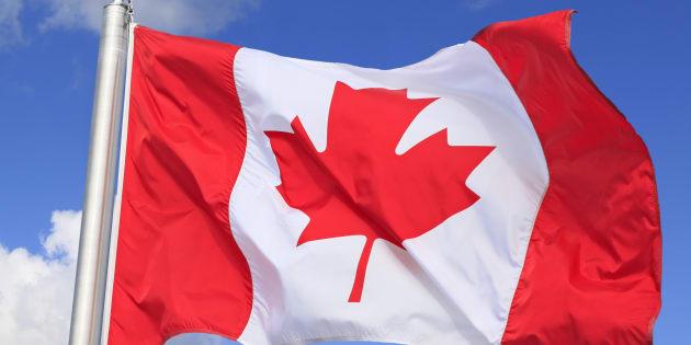 Tandis que la répartition égale donne 80,6% de francophones au Québec en 2016, la nouvelle répartition de Statistique Canada privilégiant le français, conduit à 82,4%.