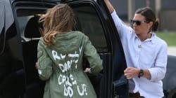 Melania va al confine con la giacca sbagliata e fa arrabbiare tutti. Trump la