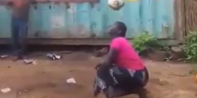 La vidéo de cette femme qui montre son talent avec un ballon rond est devenue virale en quelques jours.