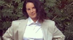 Loin de ses robes glamour, Lana Del Rey s'essaye au costume