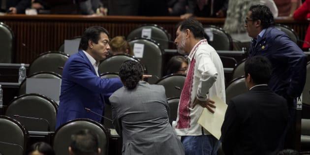 Mario Delgado, coordinador de Morena, y Gerardo Fernández Noroña, diputado del PT, durante la séptima sesión de la LXIV legislatura en San Lázaro.