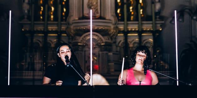 Milk & Bone se produisait dans la chapelle de la Maison Mère, jeudi soir, au Festif! de Baie-St-Paul.