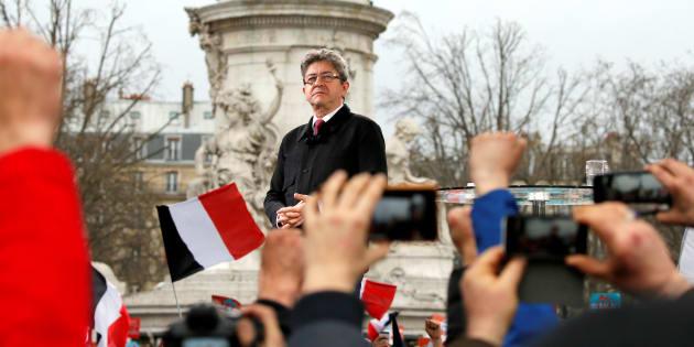 Jean-Luc Mélenchon lors de sa marche-meeting du 18 mars 2017 place de la République.
