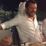 Les photos de Salvini en pleine fête après l'effondrement du pont à Gênes passent très
