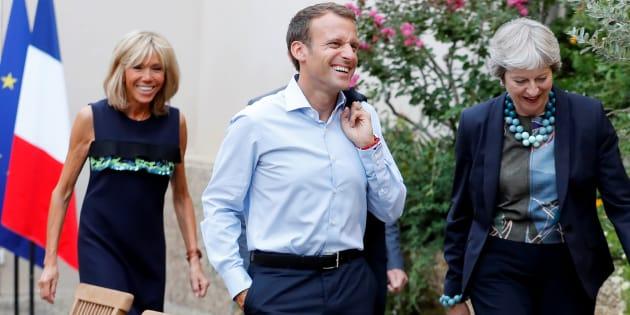 En vacances, Emmanuel Macron a reçu Theresa May à Brégançon pour parler des relations futures entre Paris et Londres